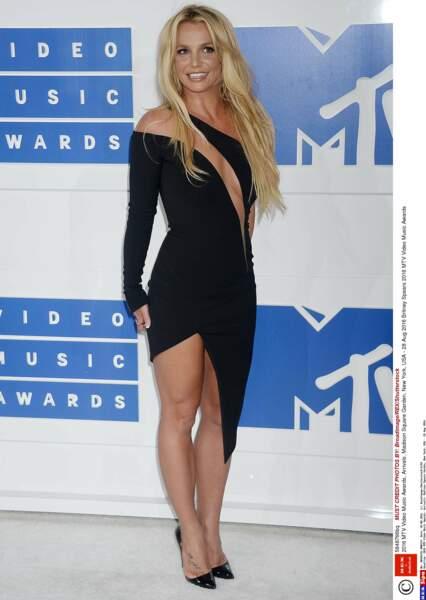 A 35 ans, elle revient à ses longues mèches blondes. On ne change pas Britney comme ça !