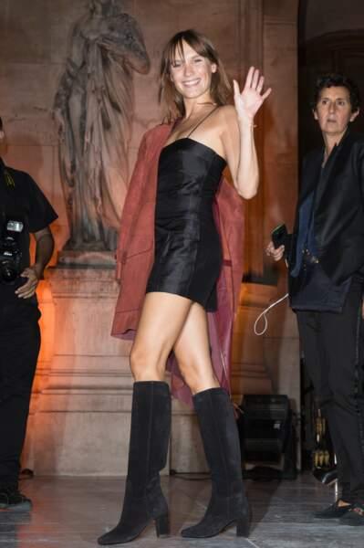 Avec sa slihouette parfaite, Ana Girardot peut tout porter