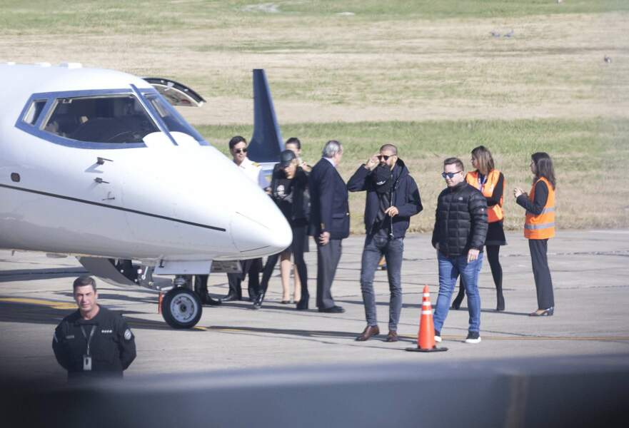 Parmi les invités figuraient Gerard Pique et Shakira, ici à leur arrivée à l'aéroport de Rosario
