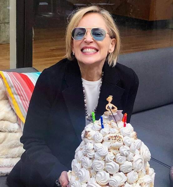 … Sharon Stone, un très gros gâteau…
