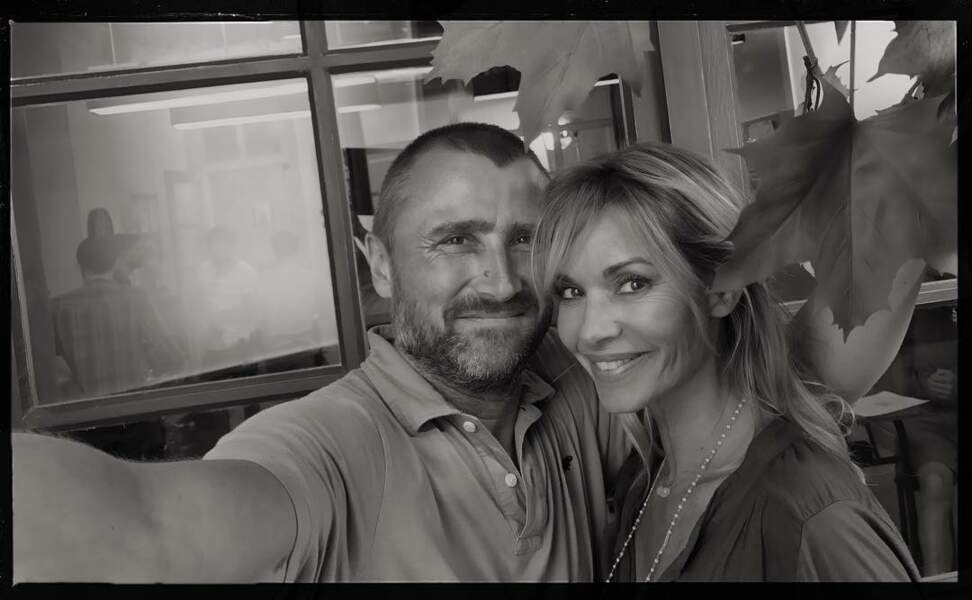 Alexandre Brasseur a toujours le bras assez long pour un selfie avec Ingrid Chauvin
