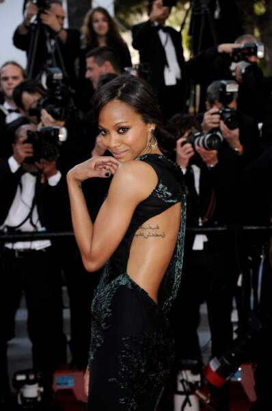 Zoé Saldana nous laisse découvrir un bien joli tatouage...