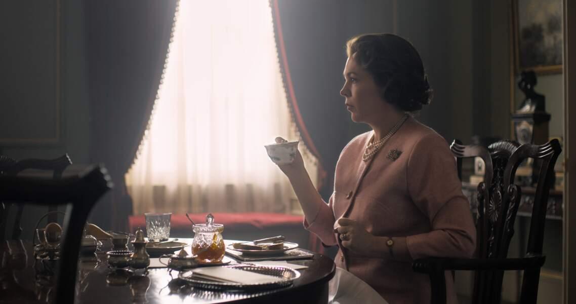 """C'est Olivia Colman qui reprend le rôle d'Elisabeth II à la place de Claire Foy (""""The Crown"""", Netflix, saison 3)."""