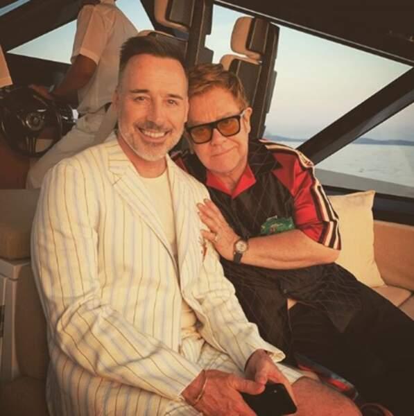 Trop d'amour entre Elton John et David Furnish au large de la Sardaigne.