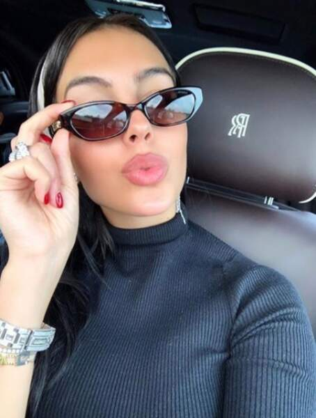 Georgina Rodriguez en mode selfie dans sa voiture