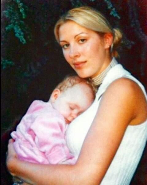 Instant nostalgie aussi pour Loana, avec cette photo la montrant avec sa fille, il y a vingt ans déjà.