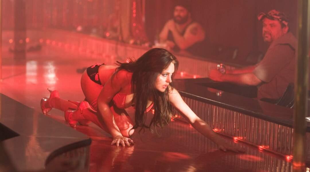 Le plus lascif : Lindsay Lohan offre une prestation torride à quatre pattes dans I know who killed me.