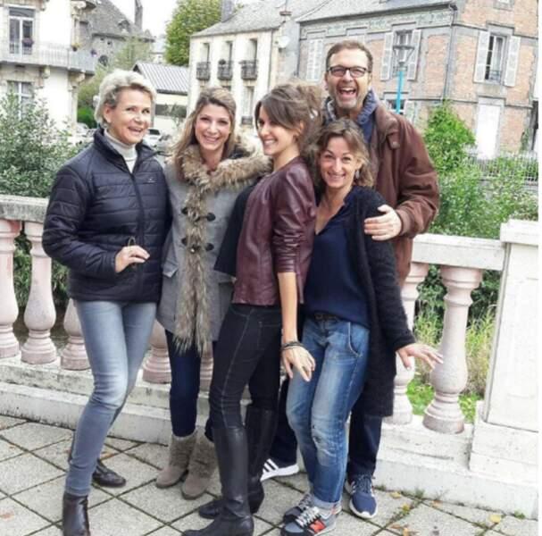 La jeune femme pose avec d'autres figures de la météo : Nathalie Rihouet, Fannny Agostini et Thierry Fréret