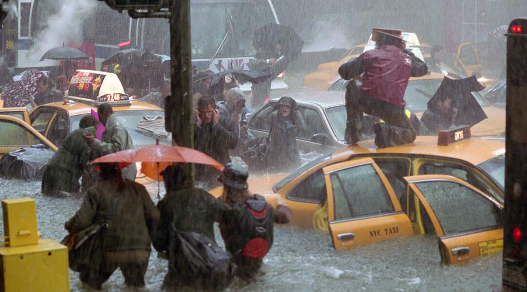 Pluies diluviennes sur New York dans Le Jour d'après (2004).
