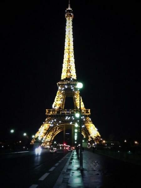 Martina Stoessel et toute la troupe de Violetta arrive à Paris...