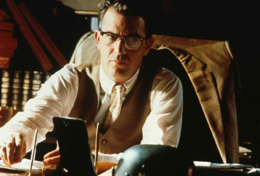 Dans JFK, Kevin Costner est le procureur Jim Garrison, personnage central dans l'enquête sur l'assassinat de JFK