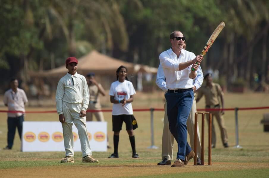 Les enfants du bidonville les ont conviés à jouer au cricket, sport bien apprécié en Angleterre aussi !