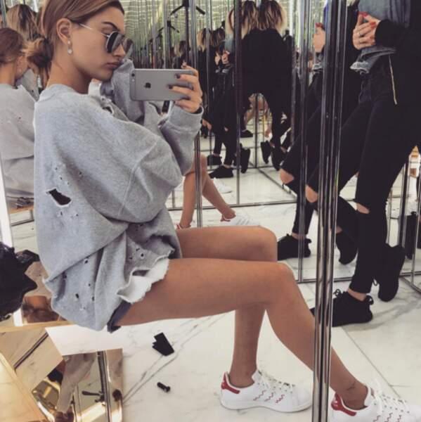 Et la top-model Hailey Baldwin a malheureusement des mites dans son armoire. Dur.
