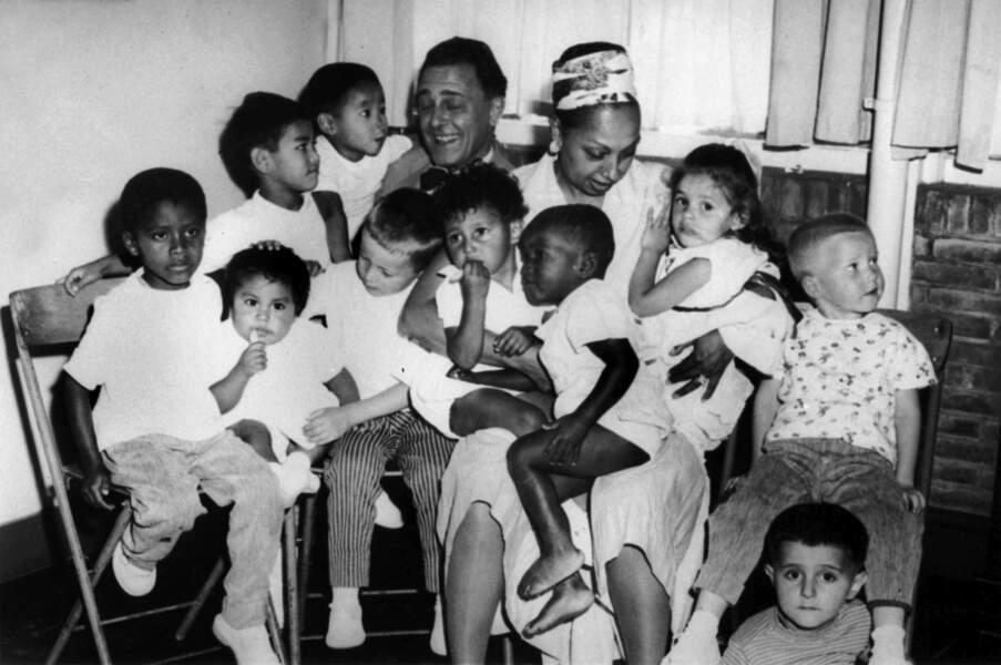 Joséphine Baker et ses douze enfants venant de différents pays