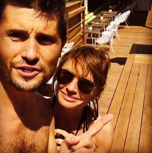 Christophe Beaugrand au bord de la piscine avec Axelle Laffont