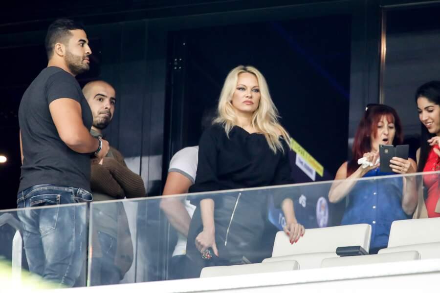 L'actrice Pamela Anderson veille sur son Marseillais Adil Rami