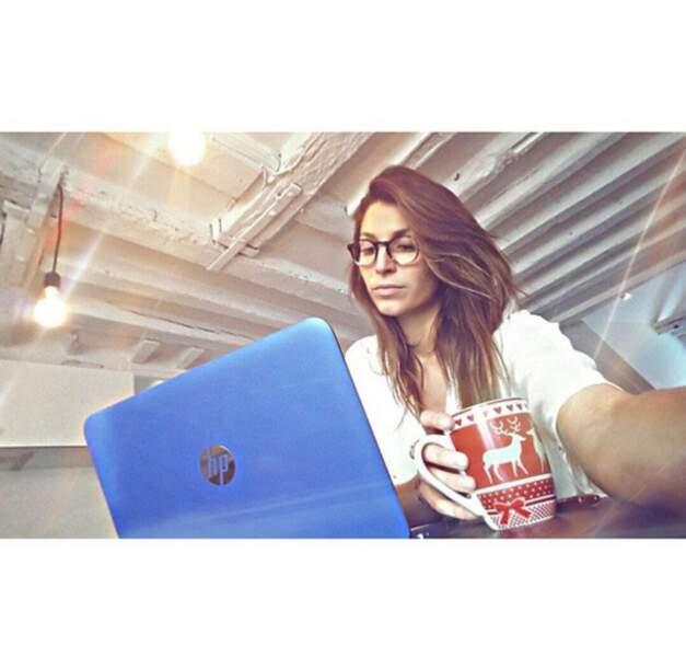 La Miss en mode studieuse : on aime les lunettes !