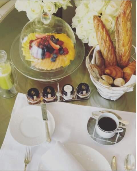 De son côté, depuis son arrivée à Cannes, Eva Longoria profite de la gastronomie française