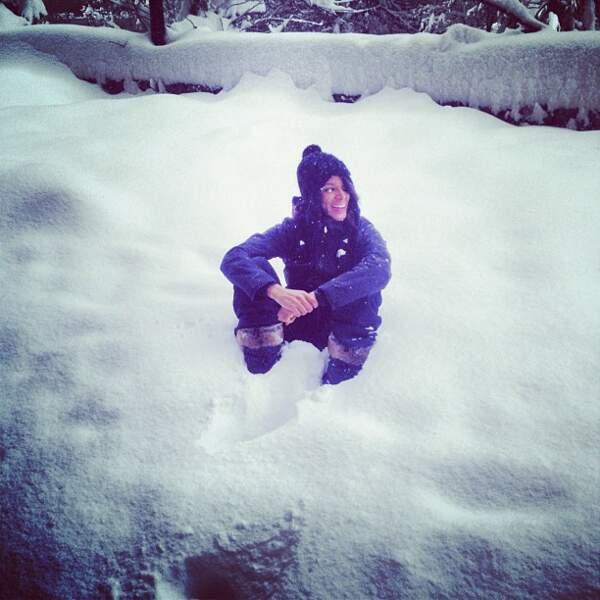 Même avec les fesses dans la neige et un bonnet de Manu Chao sur la tête, Shy'm est canon. C'est pas juste !
