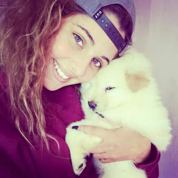 Coralie a retrouvé son chien. Comme il est mignon...
