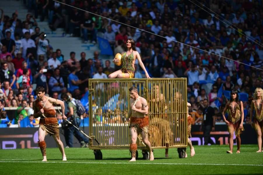 Rome, les jeux du cirque ? Non, non, l'arrivée du ballon pour le match Montpellier / Castres. Normal.