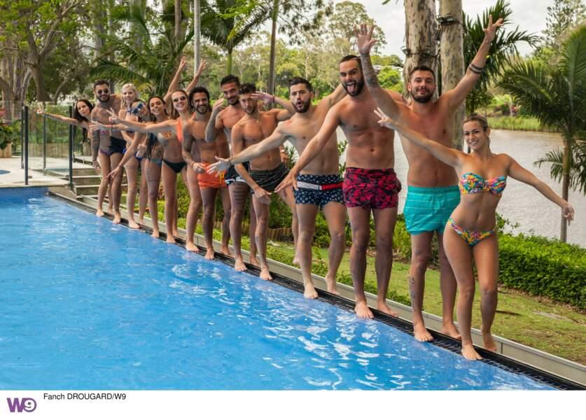 Toute la bande se retrouve autour de la piscine