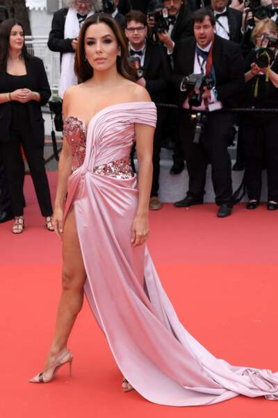 Eva Longoria dans une magnifique robe fendue