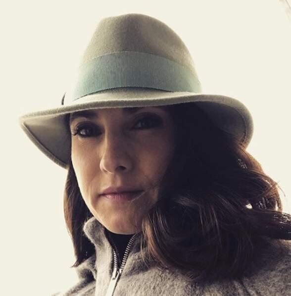 Clélie Mathias, la co-présentatrice de la Matinale de CNews, a une tête à chapeaux