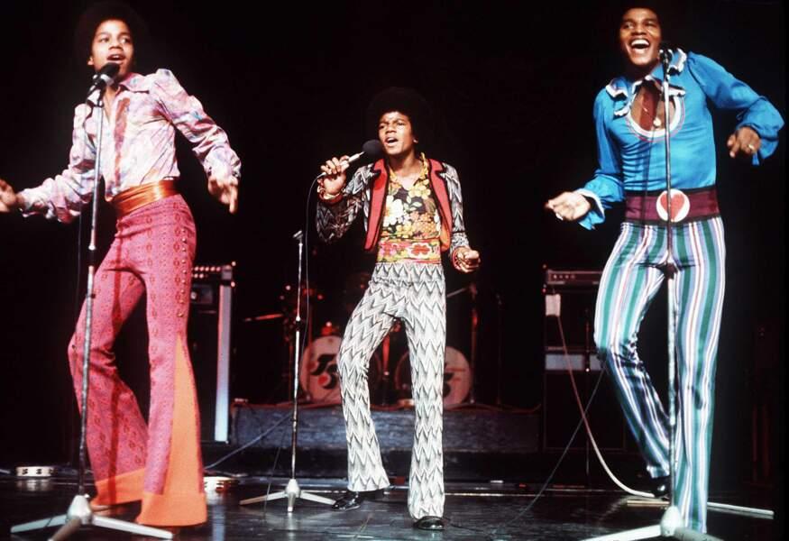 Le talent fou des Jackson Five ? Garder la classe dans un patchwork de rideaux et de nappes.
