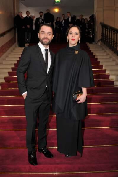 Guillaume Gouix et sa compagne Alysson Paradis, tout de noir vêtus