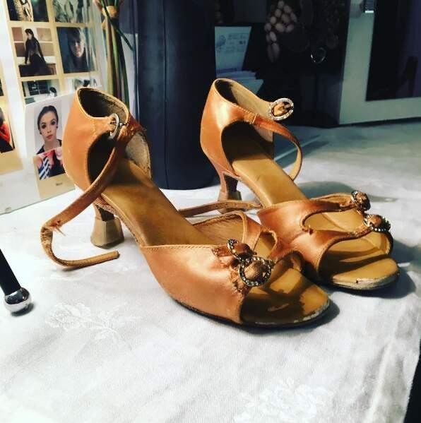 Et elle garde précieusement ses premières chaussures de danseuse pro