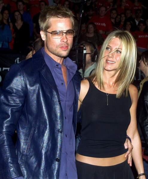Lorsqu'il rencontre Angie sur Mr & Mrs Smith, Brad est marié à Jennifer Aniston, dont il divorce fin 2005.