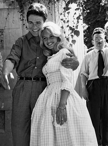 En 1959, lors de son mariage avec Jacques Charrier, Brigitte Bardot relance la mode du tissu Vichy