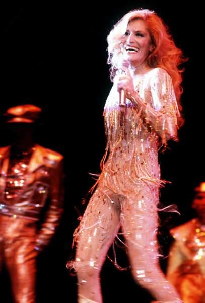 Dalida dans sa grande période disco et on la laissera danser en tenue bling bling jusqu'au début des années 80.