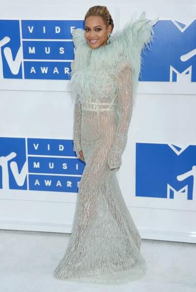 Aux dernier MTV Video Music Awards, cette robe a fait jaser.