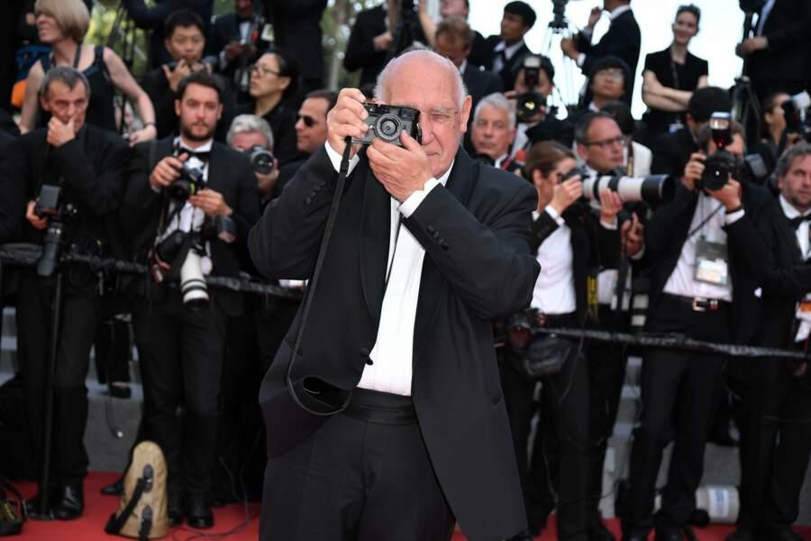 Le photographe et documentariste Raymond Depardon joue à l'arroseur arrosé