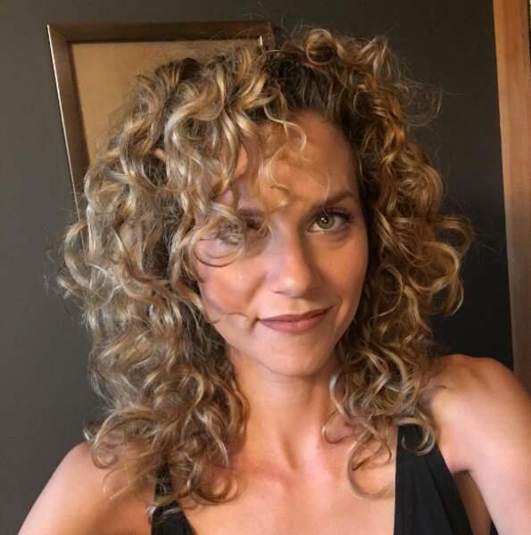 Hilarie Burton adopte toujours la coiffure de Peyton de la première saison et on adore !