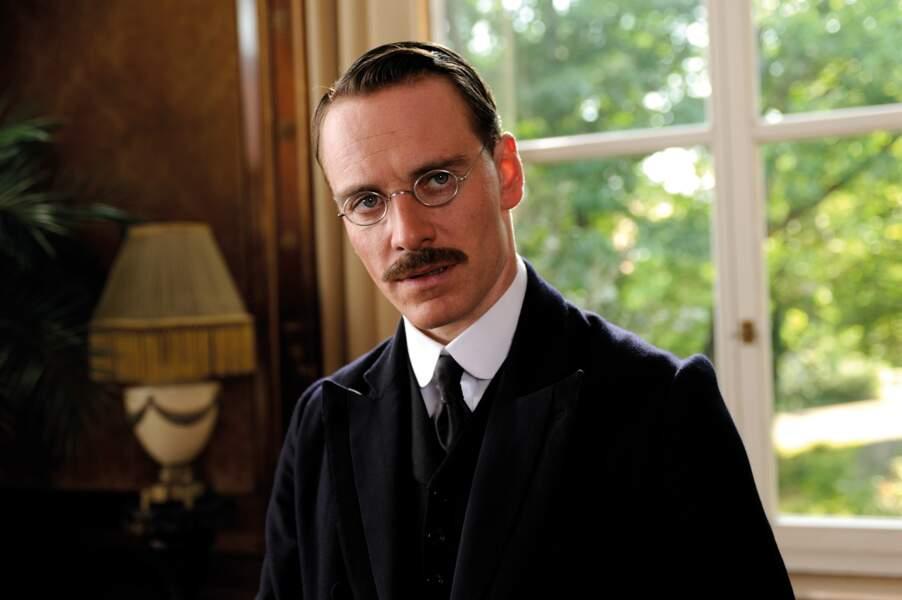 Gomina, moustache et lunettes rondes = une dangereuse combinaison dans A dangerous method