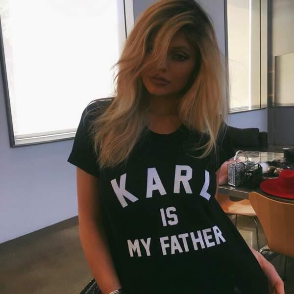 Sa soeur Kylie a crié son amour pour Karl Lagerfeld.