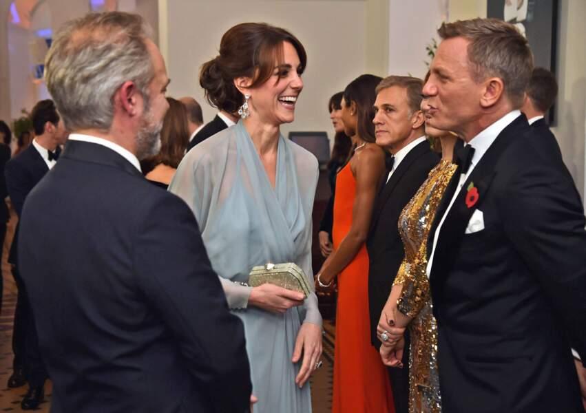 """Et helloooo James ! à la première de """"Spectre"""" le nouveau Bond"""