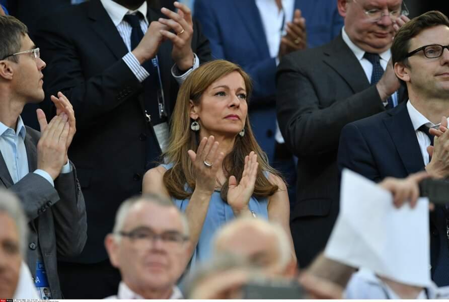 Anne Gravoin, l'épouse du Premier ministre, était bien là pour soutenir les Bleus