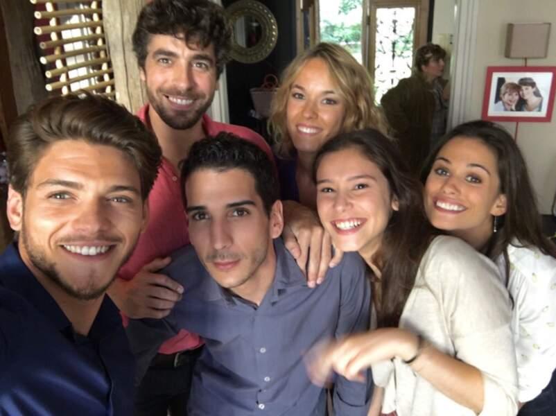 Avec ses partenaires de Clem : Agustin Galiana, Élodie Fontan, Léa Lopez, Lucie Lucas et Kevin Elarbi