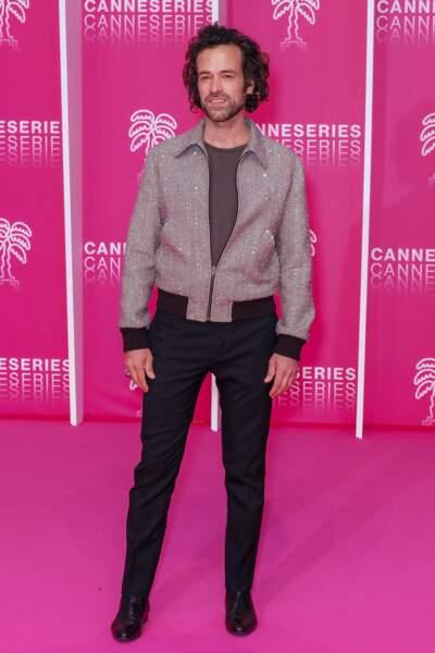 La veste à paillettes de Romain Duris a fait sensation sur le tapis rose !