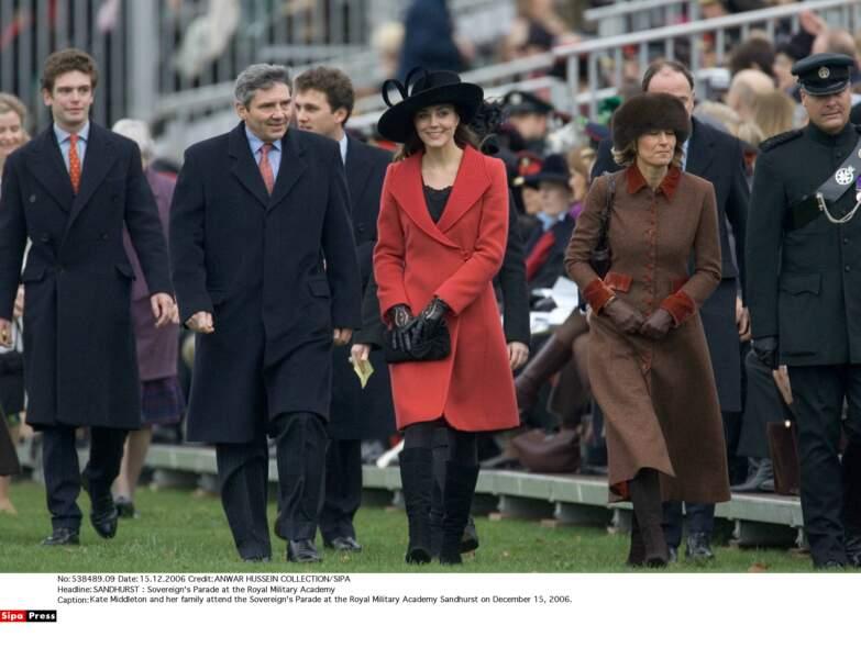 Kate et sa famille assistent à la parade de fin d'études de William à l'Académie militaire royale de Sandhurst