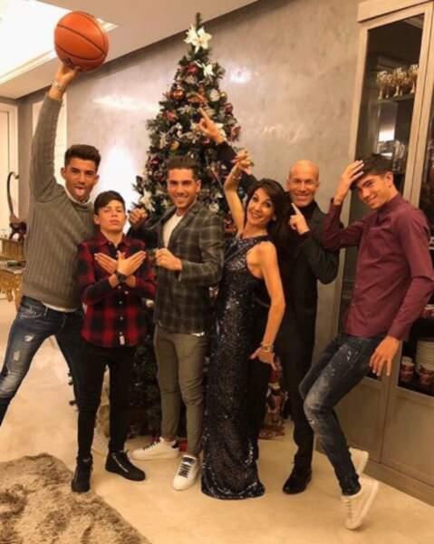 La famille Zidane a passé le Nouvel An en famille, devant le sapin de Noël !