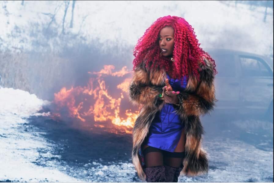 Starfire est incarnée par la comédienne Anna Diop. Le vrai nom de son personnage est Koriand'r
