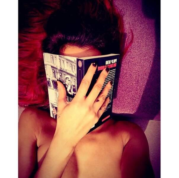 Qu'elle lise un roman sur l'Allemagne (coucou à l'auteur Philip Kerr !)...