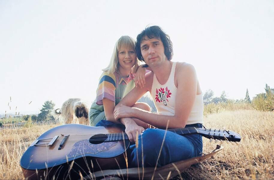 Trop peace and love les Stone et Charden qui semblent tout juste échappés de Woodstock...
