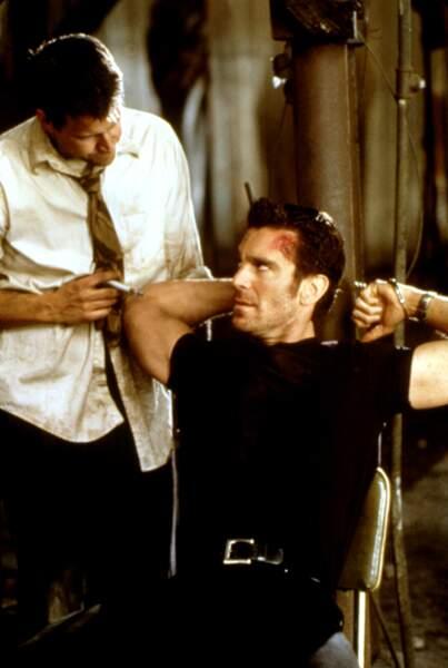 James Denton est Lyle, le tueur psychopate, il travaille lui aussi pour le Centre et doit ramener Jarod