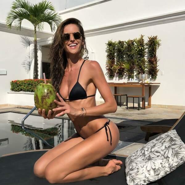 Soleil, piscine et noix de coco, c'est le bonheur !